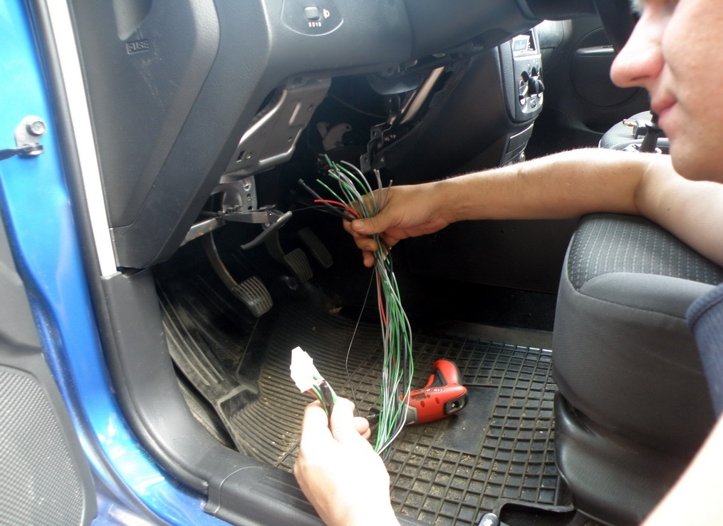 Как своими руками установить сигнализацию в автомобиль